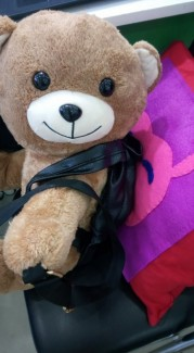 Kích thước gấu: Ngang: 45cm, cao : 40cm, dày: 33cm..