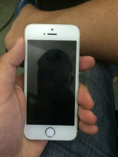 IPhone 5S trắng