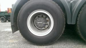 Lốp xe: 12.00R20-Cầu sau Tỷ số truyền cầu sau: 4.42 Hệ thống treo Số lượng lá nhíp trước trục 1: 9 lá;  Số lượng lá nhíp sau: 12 lá.18pr, bố thép
