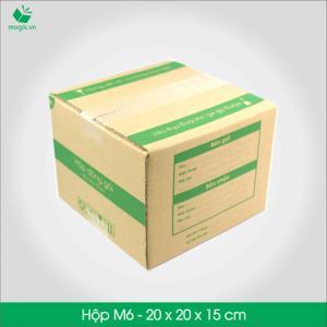 HỘP CARTON ĐÓNG GÓI GIAO HÀNG COD Sản phẩm: M6 -Size 20x20x15 cm- Hộp Carton đóng gói gửi hàng thu hộ COD Công dụng: Đóng gói Hộp đựng đa dụng, cho nhiều loại sản phẩm Sản phẩm có hộp loại to: - Hàng gia đình: máy sấy, máy  - Máy quay phim, máy ảnh - Combo nhiều quần áo - Combo mỹ phẩm - Túi xách nhỏ, Đặc điểm: In thông tin đơn hàng giao nhận gồm Thông tin người gửi, Thông tin người nhận, Mã vận đơn, số tiền thu hộ,…  TIÊU CHUẨN SẢN PHẨM: - Carton 3 lớp sóng B, chịu lực tốt. - Được in sẵn bản điền Thông tin Người gửi – Người nhận và tiền thu hộ COD. - Kích thước được fix sẵn theo nấc vận chuyển giao nhận 250gr, 500gr, 1000gr #ems #viettelpost #shipchung #kerryexpress  #giaohangnhanh #goldship -Hộp Carton được thiết kế tối ưu kích thước khi vận chuyển -Đảm bảo hàng hóa được bảo vệ an toàn -Đem lại trải nghiệm tốt nhất cho Khách hàng http://magix.vn/collections/carton-cod-hop-dong-goi-giao-hang/products/hop-carton-dong-goi-giao-hang-cod-hop-giay-m6