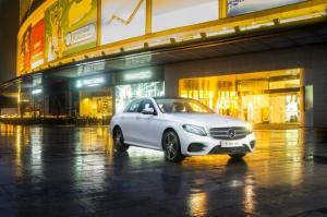 Mercedes-Benz E300 2017 AMG Diamond White nội thất đen Có xe giao ngay 1 chiếc duy nhất trong 2016