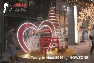 Tư vấn thiết kế và thi công trang trí Noel, Giáng Sinh ngoài trời cho trung tâm thương mại NowZone | Mô hình chụp hình Merry Christmas cho các cặp tình nhân, cho gia đình phía trước trung tâm thương mại
