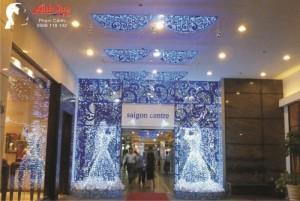 Khung cảnh bên trong trung tâm thương mại, khu vực hành lang lối vào của Sài Gòn Center | Mô hình thiên thần từ đèn Led siêu sáng được thực hiện bởi Ánh Sao Trẻ
