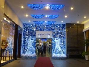 Ánh Sao Trẻ thi công trang trí Noel nội thất bên trong tòa nhà | Trang trí với đèn Led, dải đèn Led, mô hình tuần lộc