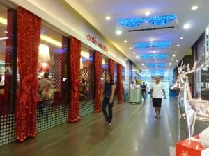 Trang trí Noel văn phòng, tòa nhà, trung tâm thương mại khu vực sảnh ra vào tiếp khách | Decal phản quang kết hợp cùng đèn Led siêu sáng cho không gian thêm rực rỡ
