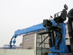 Tổng Đại lý xe tải Hyundai bán Hyundai HD250 12 tấn thùng 4m2 gắn cẩu Dongyang 2725LB