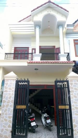 Kẹt tiền bán gấp căn nhà 2 mặt tiền, 1 trệt 1 lầu SHR nhà đẹp  vô ở ngay.