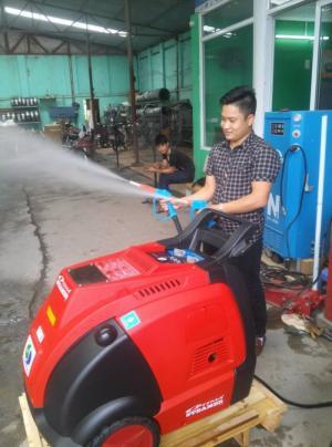 Hướng dẫn vận hành máy rửa xe hơi nước nóng vệ sinh nội thất ô tô - gia đình