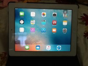 Bán ipad 2 bản wifi màu trắng