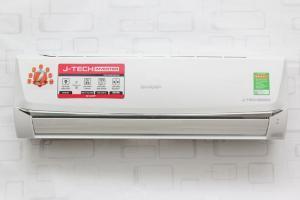 Máy lạnh Sharp 1.0hp inverter AH-X9SEW sản xuất 2015, là model mới sử dụng công nghệ J-Tech Inverter, kiểu dáng đẹp, sử dụng Gas R410a, Hiện nay Điện Máy Sài Gòn đang phân phối các dòng sản phẩm máy lạnh Sharp giá cực tốt, Về vấn đề lắp đặt máy lạnh, Quý khách nên liên hệ trực tiếp nhân viên CSKH 0939 69 68 79 để được tư vấn miễn phí nhé