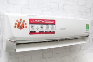 CÔNG NGHỆ J-TECH INVERTER TIẾT KIỆM NĂNG LƯỢNG  Máy lạnh Sharp 1.0hp inverter AH-X9SEW Khi điều hoà J-Tech Inverter hoạt động với công suất tối đa, ở chế độ tiết kiệm năng lượng có thể làm giảm lượng điện tiêu thụ đến 60% so với máy lạnh thông thường. Nhờ mạch điện đổi chiều, chúng điều chỉnh và duy trì nhiệt độ phòng bằng cách chuyển bộ phận nén giữa chế độ hoạt động cao và thấp, thay vì chuyển chúng giữa chế độ tắt và mở hoàn toàn như các loại điều hoà thông thường