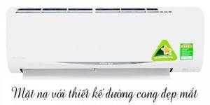 MÁY LẠNH DAIKIN FTKC25QVMV 1 HP Giải pháp làm mát hiệu quả nhất cho các gia đình khi vào mùa nắng nóng là việc trang bị máy điều hòa, dòng sản phẩm này đáp ứng tốt nhu cầu sử dụng của gia đình có điều kiện kinh tế khá. Điều hòa Daikin đã và đang được rất nhiều người tiêu dùng ưa chuộng để sử dụng bởi chất lượng sản phẩm tốt, hiệu suất làm lạnh cao và tiết kiệm điện năng. Với máy lạnh Daikin FTKC25QVMV 1 HP FTKC25QVMV 1 HP ĐẶC ĐIỂM NỔI BẬT Ø Máy lạnh 1 chiều hoạt động với công suất 1 ngựa phù hợp với căn phòng nhỏ Ø Máy điều hòa không khí Daikin Inverter giúp tiết kiệm điện năng Ø Phin lọc xúc tác quang Apatit Titan giúp hấp thụ và phân hủy vi khuẩn, khử mùi khó chịu trong không khí Ø Cánh hướng gió rộng và đảo chiều tự động theo hướng lên xuống Ø Làm lạnh nhanh cho bạn cảm giác thoải mái và dễ chịu hơn Ø Môi chất làm lạnh thế hệ mới R32 Ø Cảm biến mắt thần thông minh Intelligent Eye Ø  Chế độ ngủ vào ban đêm rất tiện lợi