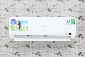 Máy điều hòa trang nhã Nổi bật với thiết kế trang nhã và tinh tế, máy lạnh Aqua AQA-KCRV9WGS hứa hẹn sẽ đem lại không gian thư giãn tuyệt vời nhất trong gia đình bạn. Với công suất làm lạnh 1 HP, chiếc điều hòa Aqua này sẽ làm lạnh tối ưu cho không gian dưới 15 mét vuông.