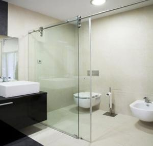Cửa kính cường lực lùa treo phòng tắm