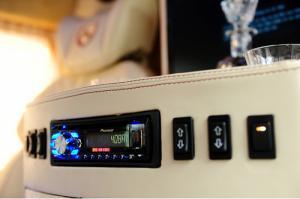 Các thiết bị tiện ích được tối ưu bằng các nút bấm vừa tầm tay. Tất cả máy móc được bọc da với đường chỉ may sắc sảo, đạt tính thẩm mỹ cao | Gọi ngay cho Trung Hải - 096 68 777 68 (24/24) để nhận tư vấn mua xe Ford Transit trả góp hỗ trợ từ Sài Gòn Ford