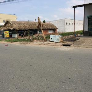 Bán đất 2 mặt tiền ngay cổng KCN Tân Đức,100% thổ cư.