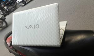 Chiếc Laptop Sony VPC-EH giá rẻ