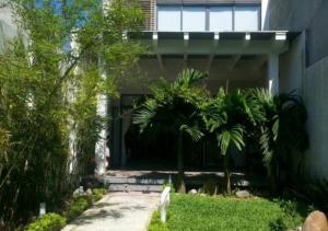 Nhà vườn hiện đại. Kiệt đường Lê Hữu Trác, nhiều tiện nghi, quận Sơn Trà