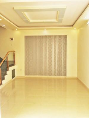 Nhà 3 tầng x 62m2 (ngang 7,4m), sân cổng riêng, cách mặt đường Thiên Lôi-Chợ Đôn 20m. Giá 1.45 tỷ (CTL)