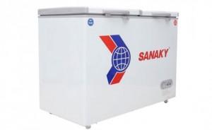 Tủ đông Sanaky VH-255W2 được thiết kế thông minh gồm một ngăn đông và một ngăn mát, có khoá, 2 cánh mở lên. Thích hợp để bảo quản kem, thịt cá, đồ dông lạnh...dùng trong nhà hàng, gia đình, bếp ăn, bách hoá...
