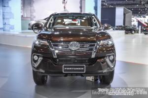 Nhận Đặt Hàng Mua Toyota Fortuner 2017 Máy Xăng 1 Cầu Mẫu Mới Nhập Khẩu Màu Nâu Giao Tháng 01/2017 Tại HCM