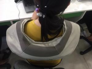 Máy massage vai gáy sử dụng đơn giản và gọn nhẹ