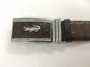 Mặt khóa được làm bằng chất liệu hợp kim cao cấp chống hoen, ố, gỉ và luôn sáng đẹp