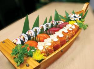 Khay thuyền gỗ sushi - sashimi Nhật Bản