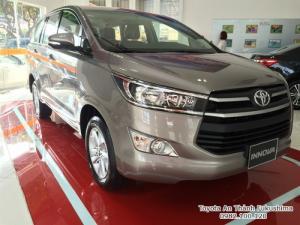 Khuyến Mãi Mua xe Toyota Innova E 2017 Số Sàn Màu Đồng Ánh Kim. Vay Trả Góp Chỉ 190Tr. Giao Xe Ngay