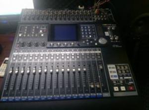 Mixer digital Tsacam DM-24 chuyên dụng cho phòng thu