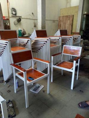 Ghế chân sắt mặt gỗ