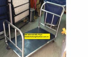 Xe đẩy hành lý XL-135 Kích thước: 1050*610*900 mm Chất liệu: Inox 304, 201 Mô tả: Ống φ38mm,dày 0.8mm bánhh xe 6