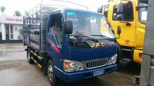 Xe tải Jac 2.4 tấn với thiết kế nhỏ gọn với cabin Isuzu, thiết kế khí động học, giúp chiếc xe giảm được lục cản của không khí, gió khi di chuyển giúp tiếp kiệm nhiên liệu.