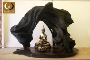 Gỗ lũa cao 45cm, ngang 57cm giá 5000k.  Tượng Phật Composite cao 23cm giá 750k.  Nến lotus 90k.  Tổng cộng 6340k.