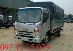xe tải 2 tấn thùng mui phủ bạt màu bạt hiện đang có tại bãi xe ở Hà Nội.