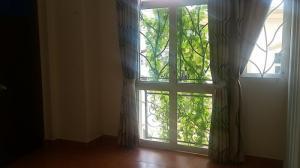 Phòng Huỳnh Văn Bánh, toilet riêng, giờ tự do, khu vực an ninh. Giá thuê : 2.6 triệu