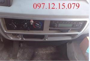 xe tải 5 tấn được trang bị điều hòa đồng bộ theo xe, trang bị FM theo xe.