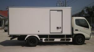 xe HINO thùng kín 1,8 tấn.