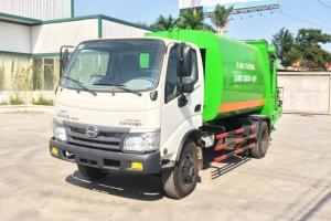 Xe tải Hino chở rác