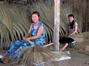 Chổi Dừa, Chổi Cau , Chổi Quét Sân, Quét Đường. Giá  Tận Nơi - Chỉ 14.000