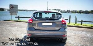 Ford Focus 2017 đèn sương mù đã được làm mới với thiết kế hiện đại hơn, nhìn qua thì có vẻ như cánh cửa xe còn mảnh mai và tích cực hơn so với Focus hiện tại. Ngoài ra Ford Focus 2017 được đánh giá cao là sự hiện diện của kính chắn gió chắc chắn gây cảm giác thoải mai dễ quan sát khi nhìn từ trong ra.