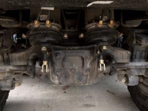 Đặc tích chuyển động - Tốc độ lớn nhất: 75 km/h - Độ dốc lớn nhất vượt được: 40% - Khoảng sáng gầm xe: 248 mm - Bán kính quay vòng nhỏ nhất: 23 m - Lượng nhiên liệu tiêu hao: 30(L/100km) - Dung tích thùng chứa nhiên liệu: 350 L.