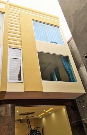 Nhà 4Tx60m2 (ngang 4,5m) trong ngõ 3m, sân cổng rộng, cách mặt đ.Thiên Lôi-Chợ Đôn 50m. Giá 1.7 tỷ