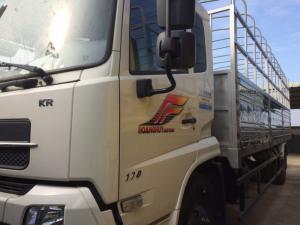 Xe tải thùng 9,35 tấn dongfeng B170 Hoàng Huy  nhập khẩu nguyên chiếc từ tập đoàn Dongfeng Hồ Bắc. Tải trọng cho phép 9.350 kg. Kích thước thùng hàng: 7510 x 2360 x 810/2150. Xe tải hoàng huy B170  giải quyết được nhu cầu vận tải đường bộ hiện nay của Việt Nam, với cấu hình vượt trội, máy B170 tích kiệm nhiên liệu có thể hoạt động tốt trên địa hình vận tải bắc nam của nước ta với cấu hình tốt . Xe tải thùng 9,35 tấn dongfeng B170 Hoàng Huy với giá thành rẻ vay vốn ngân hàng được tới 80% giá trị xe vì thế  là lựa trọn tốt nhất của quý khách hàng. Xe được bảo hành theo tiêu chuẩn của nhà máy dongfeng Hồ bắc tại thị trường Việt Nam 20.000 km hoặc 12 tháng tùy theo điều kiện nào đến trước. Thông số khác: Hệ thống phanh tang trống – Phanh chính tang trống/ khí nén