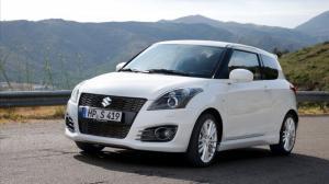 Suzuki Swift 2016 màu trắng