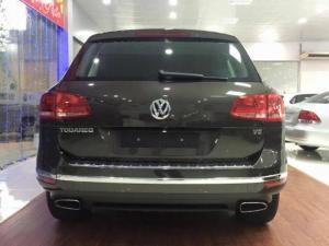 Bán gấp VW Touareg đã đăng ký 2017 màu xám.