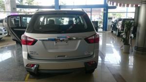 Hot IZUZU MU-X 3.0 AT 7 chỗ ,nhập khẩu nguyên chiếc từ Thái Lan, Hỗ trợ 20 triệu tiền mặt ngay cho khách hàng. GIAO XE NGAY.