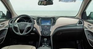 Hyundai Santafe Phiên bản máy dầu 2.2L - 4WD 2 cầu Full Option, và Máy Xăng 2.4L - 4WD Full Option sẽ được trang bị thêm ba chức năng mới so với phiên bản Snatafe Nhập khẩu nguyên chiếc: trang bị màn hình DVD +Gps, hệ thống 2 cầu điện, hệ thống đóng mở cốp bằng điện.