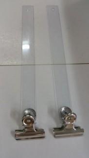 Kẹp sắt chuyên dùng trong quảng cáo sản phẩm