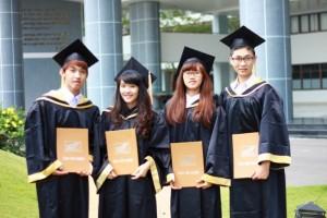 May mới hoặc cho thuê lễ phục tốt nghiệp
